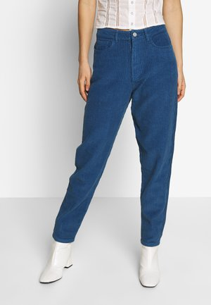 RIOT HIGH RISE JUMBO MOM JEAN PETROL - Trousers - blue