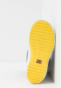 Aigle - LOLLY POP COLOR BLOCK - Bottes en caoutchouc - indigo/jaune/blanc - 5