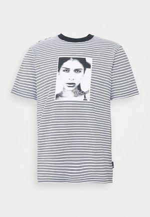 MOLLY STRIPED  - T-shirt imprimé - white