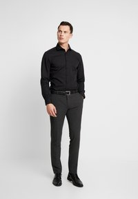 Seidensticker - SLIM FIT - Formal shirt - black - 1