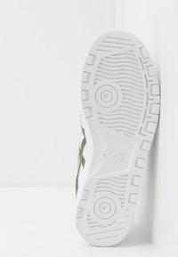 ASICS SportStyle - JAPAN UNISEX - Sneakersy niskie - white/mantle green - 4
