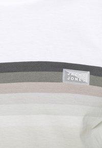 Jack & Jones - JCOMIRKU TEE SS CREW NECK - T-shirt z nadrukiem - white - 5