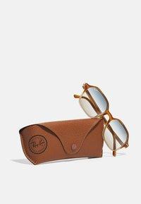 Ray-Ban - UNISEX - Sunglasses - gradient light brown/havana - 3