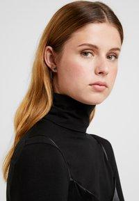 Swarovski - ATTRACT STUD NEW  - Earrings - green - 1