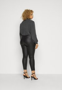 Noisy May Curve - NMKIMMY NW COATED ANKLE PANTS - Bukse - black - 2