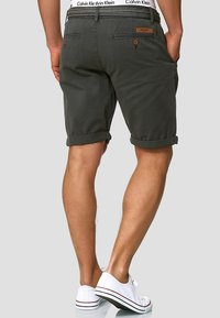 INDICODE JEANS - CASUAL FIT - Shorts - raven - 2