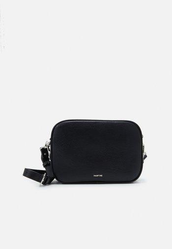 CROSSBODY BAG M - Across body bag - black