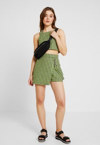 The Ragged Priest - CHECK WRAP OVER SKORT WITH STRAP - Shorts - lime/black - 1