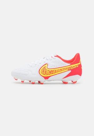 JR. TIEMPO LEGEND 9 CLUB FG/MG UNISEX - Chaussures de foot à crampons - white/volt/bright crimson