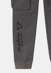 Automobili Lamborghini Kidswear - LOGOSCRIPT SPORTY - Cargo trousers - grey telesto - 2