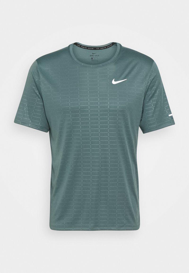 Nike Performance - MILER EMBOSS - T-shirts print - hasta