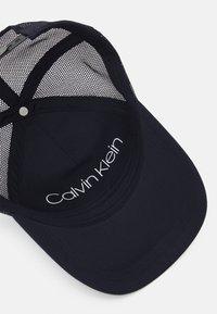 Calvin Klein - TRUCKER UNISEX - Cap - blue - 3