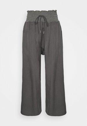 MIA PANT - Verryttelyhousut - washed black
