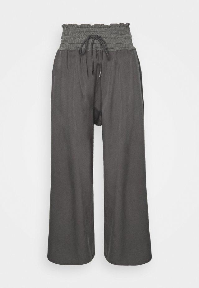 MIA PANT - Trainingsbroek - washed black