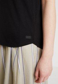 AMOV - ALMA BASIC TEE - T-shirt basique - black - 5