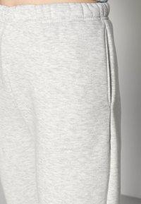 Gina Tricot - BASIC SWEATPANTS - Verryttelyhousut - light grey melange - 4