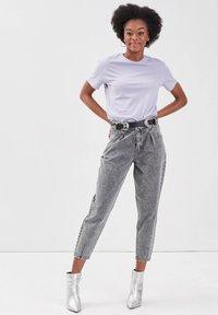 Cache Cache - MIT ABNÄHERN - Slim fit jeans - denim gris - 1