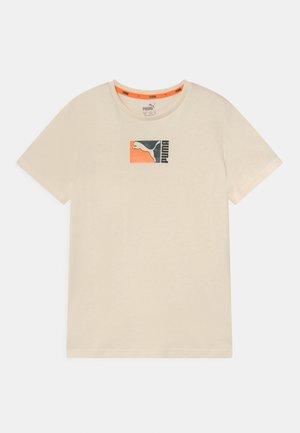 ALPHA HOLIDAY TEE UNISEX - Print T-shirt - ivory glow
