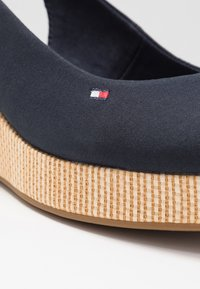 Tommy Hilfiger - ELBA - Wedge sandals - desert sky - 2