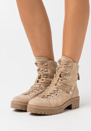 YASSNOWY HIKING BOOTS - Lace-up ankle boots - creme