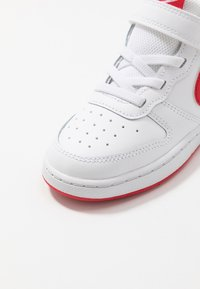Nike Sportswear - COURT BOROUGH 2 - Sneakersy niskie - white/university red - 2