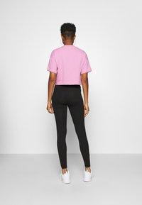 Reebok Classic - CROPPED TEE - Print T-shirt - jasmine pink - 2
