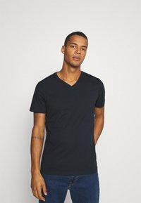 Burton Menswear London - SHORT SLEEVE V NECK 3 PACK - Basic T-shirt - navy/light grey - 3