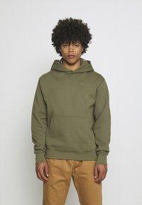 adidas Originals - BASICS HOODIE UNISEX - Sweatshirt - olive - 0