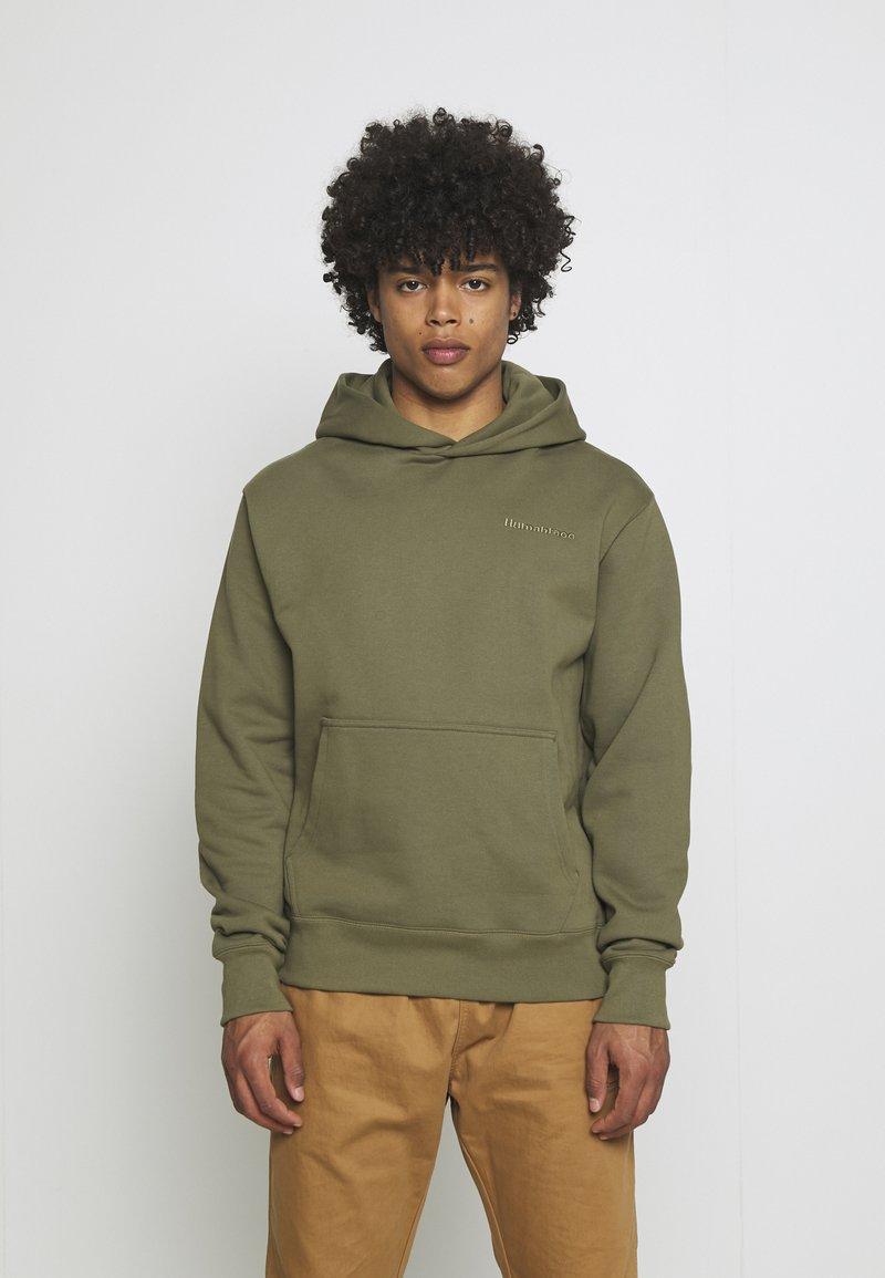adidas Originals - BASICS HOODIE UNISEX - Sweatshirt - olive