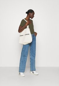 Madewell - WHISPER V NECK TEE - Basic T-shirt - foliage green - 1