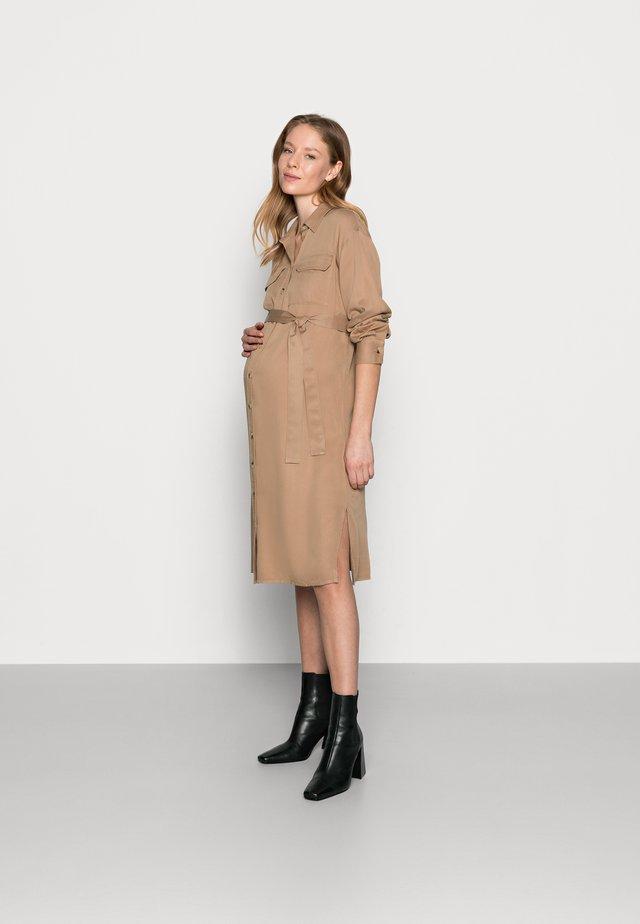 PCMGEROMA MIDI SHIRT DRESS - Shirt dress - warm taupe