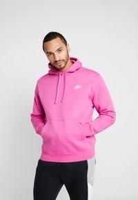 Nike Sportswear - CLUB HOODIE - Luvtröja - active fuchsia/cosmic fuchsia/white - 0