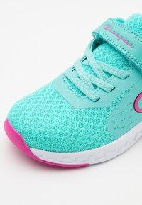 Champion - LOW CUT SHOE BOLD UNISEX - Zapatillas de entrenamiento - turquoise - 5
