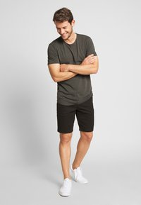 Lyle & Scott - Shorts - jet black - 1