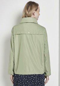 TOM TAILOR - MIT ABNEHMBARER KAPUZ - Outdoor jacket - light moor green - 2