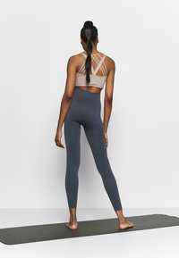 South Beach - SEAMLESS PANELLED LEGGING - Leggings - ombre blue - 2