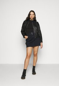 Vero Moda Curve - VMKHLOE   - Faux leather jacket - black - 1