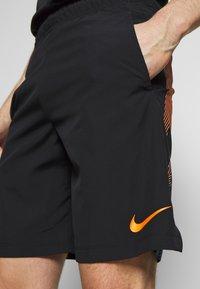 Nike Performance - FLEX SHORT - Korte broeken - black/black/hyper crimson - 3