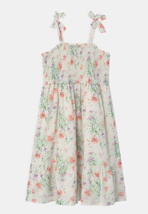 GIRL SMOCKED MIDI - Denní šaty - white