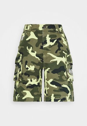 SIGNATURE CAMO - Denim shorts - green