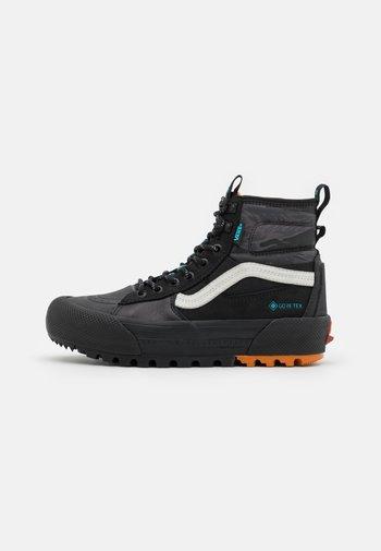 UA SK8-HI GORE-TEX MTE-3 UNISEX - Höga sneakers - black