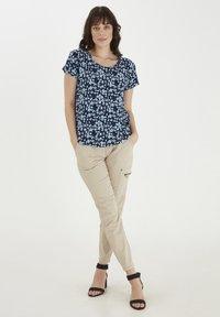 Fransa - Print T-shirt - navy blazer mix - 1