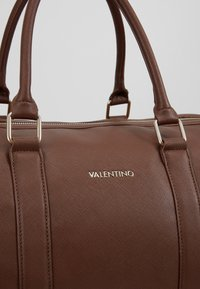 Valentino by Mario Valentino - FILIPPO - Weekend bag - moro - 2