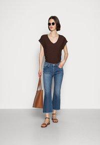 TOM TAILOR DENIM - V NECK  - Print T-shirt - blue brown stripe - 1