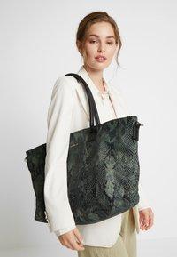 Codello - SNAKE PRINT SHOPPER - Tote bag - bottle green - 1