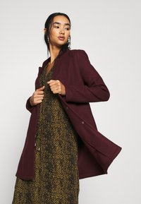Vero Moda - VMBRUSHEDKATRINE JACKET - Short coat - port royale/melange - 0