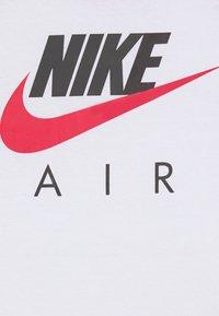Nike Sportswear - AIR RAGLAN - Camiseta de manga larga - white/university red - 2