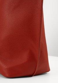 Pieces - PCGLAMMIA SHOPPER KEY - Handbag - apricot orange/gold - 4