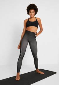 Reebok - SEAMLESS - Leggings - black - 1