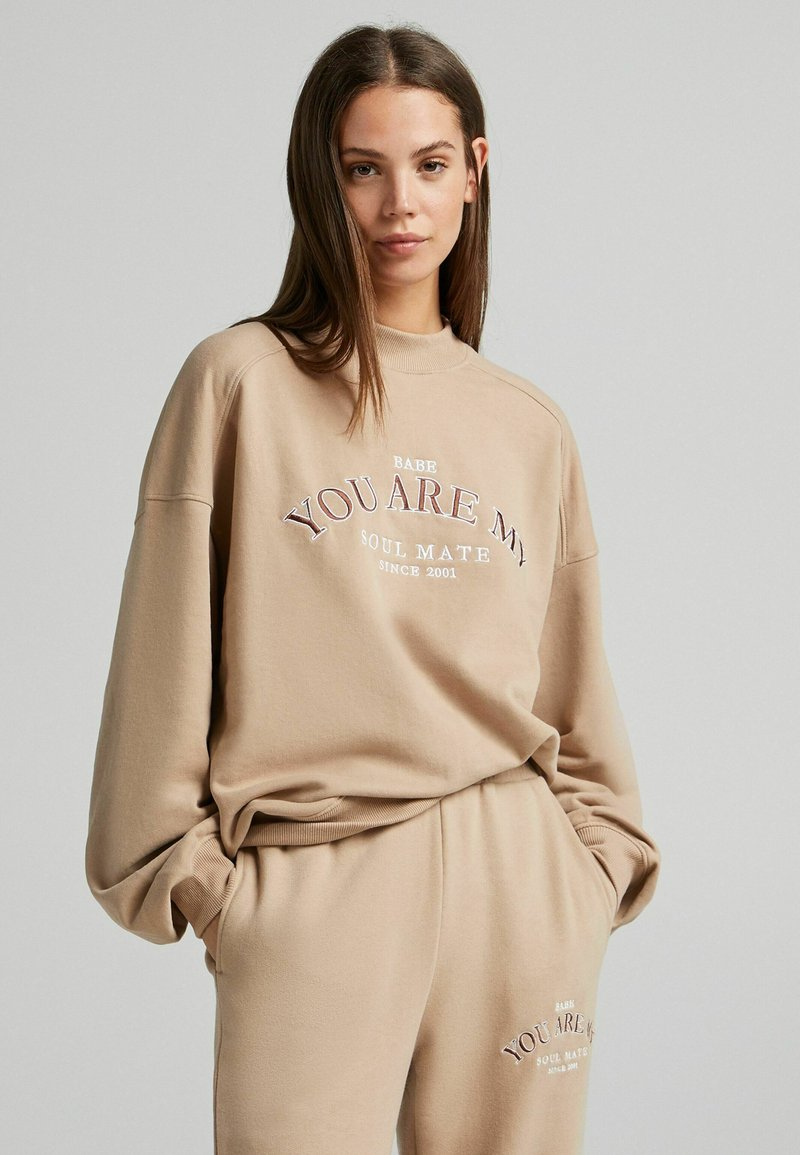 Bershka - OVERSIZE - Sweatshirt - camel